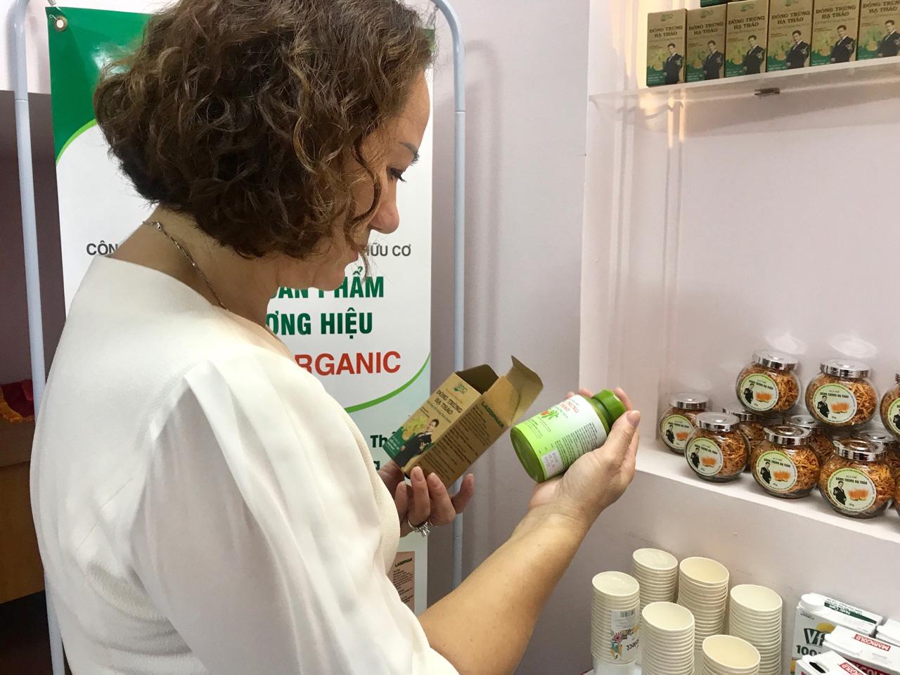 Thực phẩm hữu cơ rất tiềm năng, nhưng chỉ chiếm 0,2% doanh thu của các nhà bán lẻ hàng đầu Việt Nam